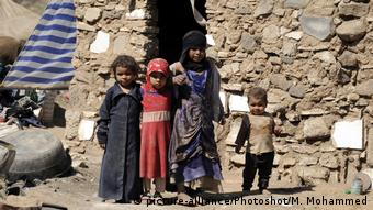 Yemen - Kinder bei Camp in Sanaa (picture-alliance/Photoshot/M. Mohammed)