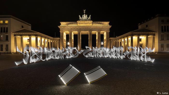 Künstler - Said Dokins - Lichtgraffities vo Brandenburger Tor