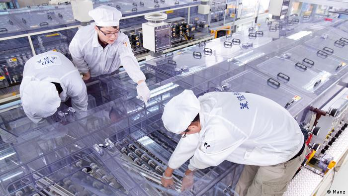 Electronic components production at Manz AG