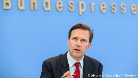Steffen Seibert (picture-alliance/dpa/K. Nietfeld)