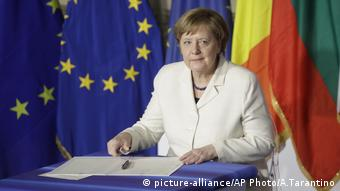 Italien EU Gipfel deutsche Kanzlerin Angela Merkel (picture-alliance/AP Photo/A.Tarantino)