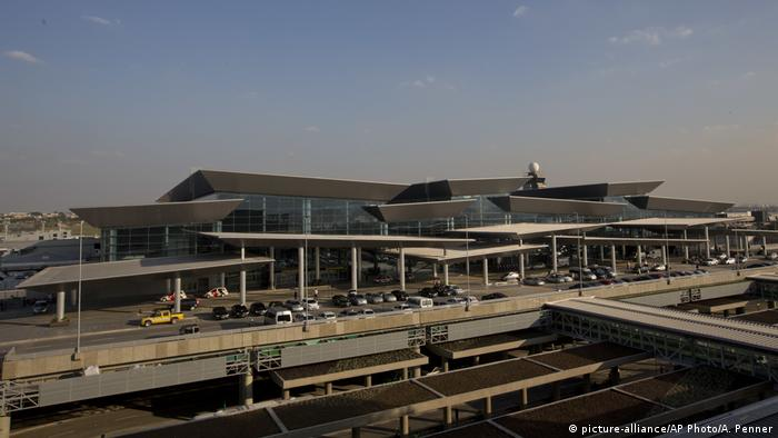 Brasilien Flughafen Guarulhos in Sao Paulo (picture-alliance/AP Photo/A. Penner)