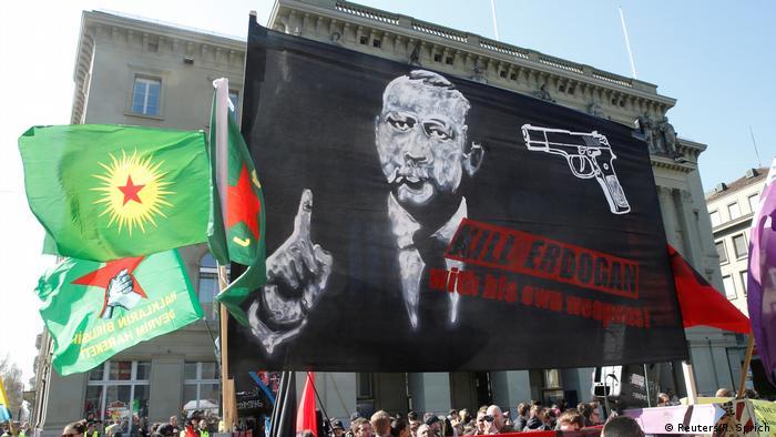 Türkiye'den İsviçre'ye faşist afiş tepkisi
