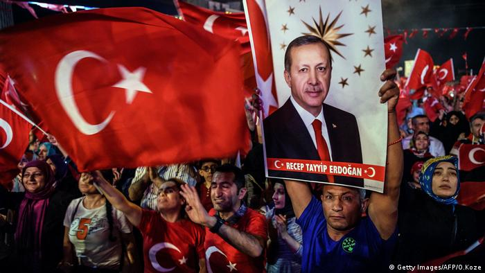 Erdogan Fans (Getty Images/AFP/O.Koze)