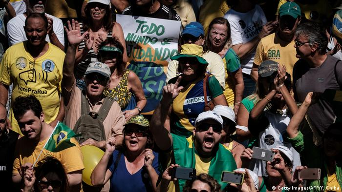 Brasilien Protesten gegen Korruption in Rio (Getty Images/AFP/Y. Chiba)