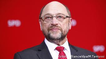 Αλλαγή στάσης του Μάρτιν Σουλτς παρατηρεί σε σειρά ζητημάτων η Zeit