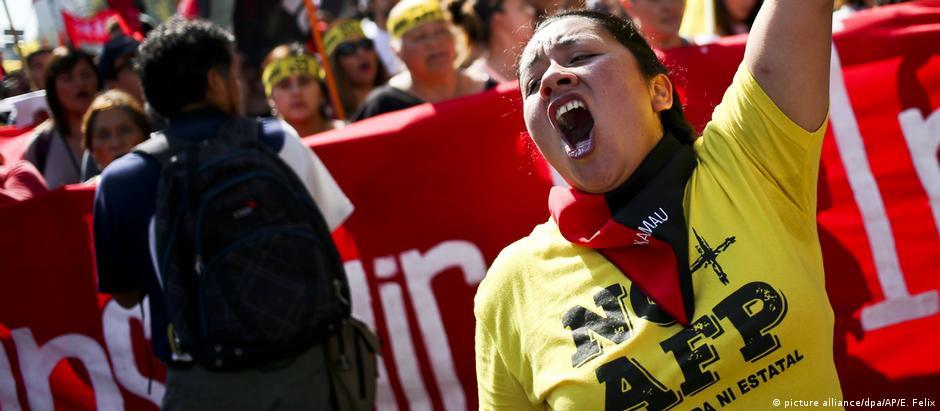 Chilenos ocuparam ruas de várias cidades para pedir o fim do fundos conhecidos como AFP