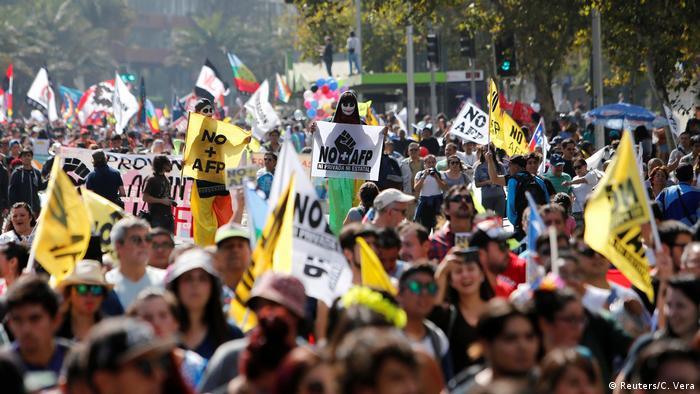 Chile Proteste für ein besseres Rentensystem (Reuters/C. Vera)