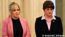 22.3.2017 Sinn Feinn leader Michelle O'Neill and Arlene Foster, leader of the Democratic Unionists, watch as members of the Northern Ireland Assembly sign the book of condolences for Martin McGuinness who died yesterday, in Stormont, Belfast, Northern Ireland, March 22, 2017. REUTERS/Clodagh Kilcoyne
