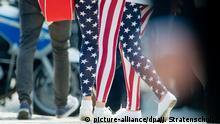 Selbst bei Staatsbesuchen - wie hier 2013 während des Besuchs von Barack Obama in Berlin - trugen manche schon Leggings (picture-alliance/dpa/J. Stratenschulte)