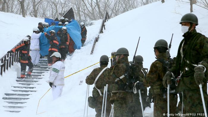 Japan Lawine in Nasu (Getty Images/AFP/JIJI PRESS)