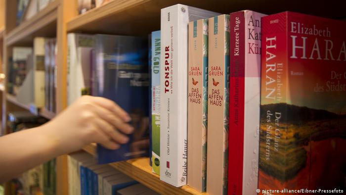Bücherregal (picture-alliance/Eibner-Pressefoto)