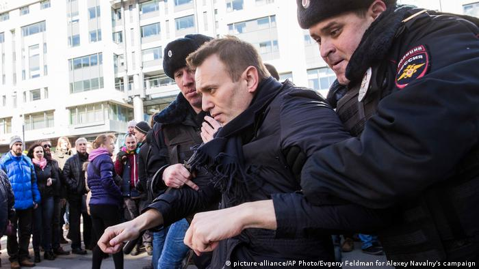 Alexei Navalny es arrestado por la Policía de Moscú. (26.03.2017).