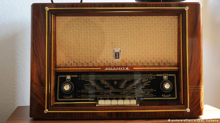 East German radio (picture-alliance/dpa/J. Kalaene)