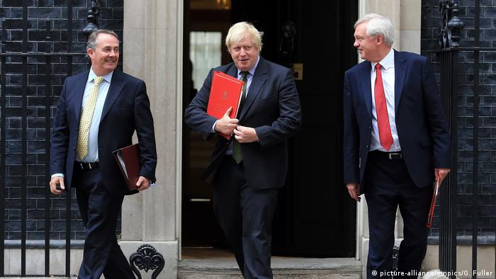 Großbritannien Liam Fox & Boris Johnson & David Davis (picture-alliance/empics/G. Fuller)
