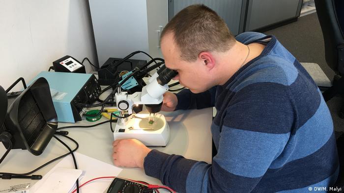 Перевірка якості друкованої плати в лабораторії Sevskiy GmbH
