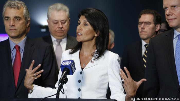 UN-Botschafterin der USA Nikki Haley (picture-alliance/AP Images/S. Wenig)