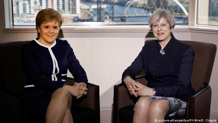 Großbritannien Theresa May trifft Nicola Sturgeon in Glasgow (picture-alliance/dpa/PA Wire/R. Cheyne)