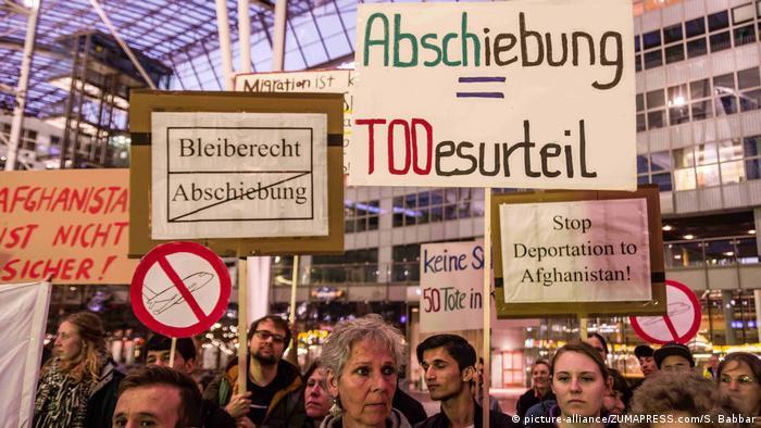 Deutschland Protest gegen Abschiebung am Flughafen in München