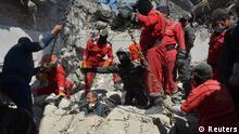 Opferbergung nach einem Luftangriff am 27. März