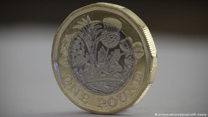 Großbritannien Neues Englisches Pfund Münze (picture-alliance/empics/M. Keene)