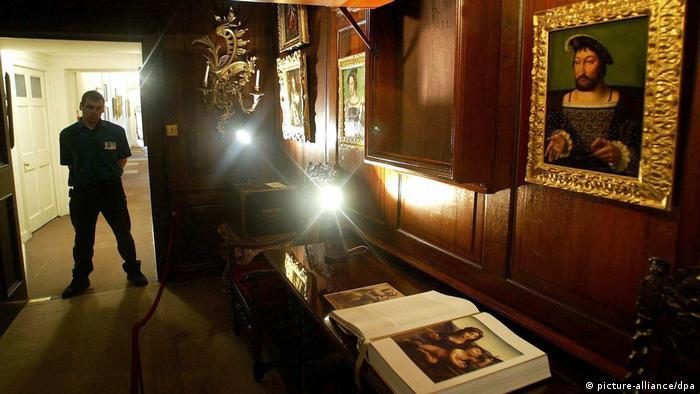 Schottland Schloss Drumlanrig öffnet wieder nach Da Vinci-Diebstahl (picture-alliance/dpa)