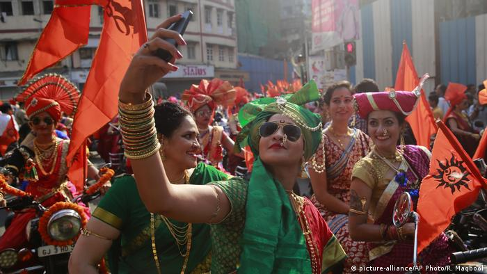 Indien Gudi Padwa Fest in Mumbai (picture-alliance/AP Photo/R. Maqbool)