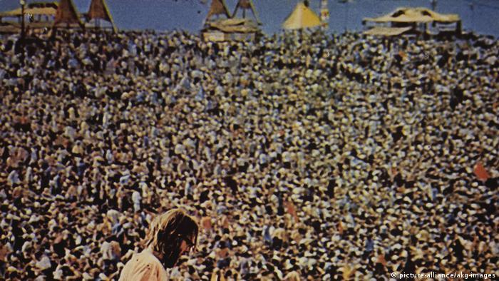 Eine Menschenmenge beim Woodstock-Festival 1969
