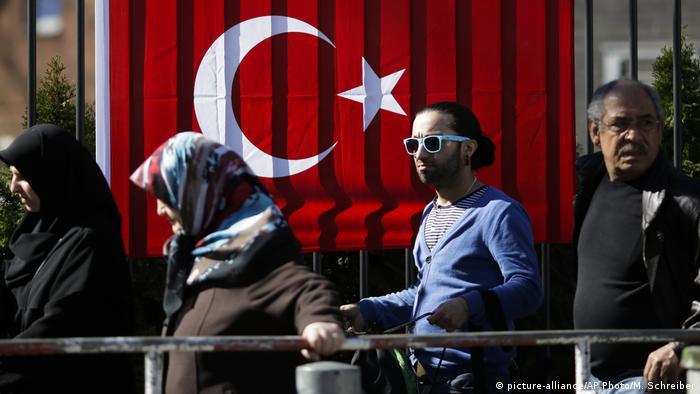 Deutschland | Türken stehen für Referendum an