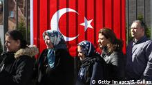 BERLIN, GERMANY - MARCH 27: Turkish citizens line up outside the Turkish consulate to cast their votes in the Turkish referendum on March 27, 2017 in Berlin, Germany. Voting started today for Turkish citizens living abroad in the controversial referendum over whether to enlarge presidential powers in Turkey. Turkish President Recep Tayyip Erdogan, who stands to benefit should the referendum pass, has lashed out at critics of the proposal. (Photo by Sean Gallup/Getty Images)