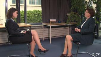 Мари Мендрас во время интервью Жанне Немцовой