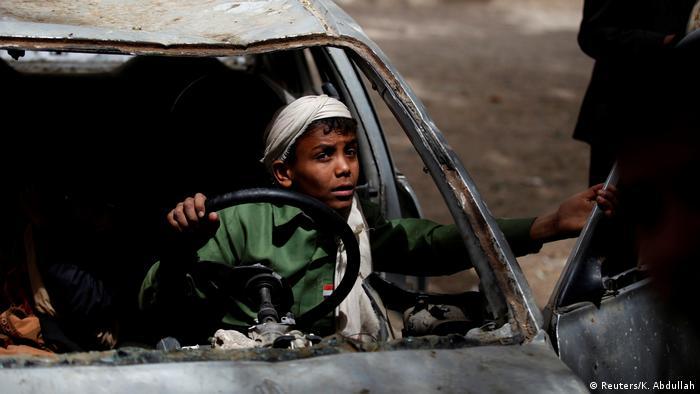 Dos ONG internacionales solicitaron a ONU que vuelva a incluir a la coalición de países árabes que interviene militarmente en el Yemen en su lista negra de Estados y grupos que violan derechos de los menores en conflictos. (20.04.2017)