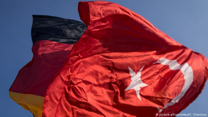 German and Turkish flags (picture-alliance/dpa/C. Charisius)