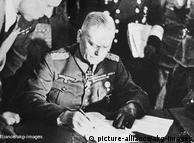 Di Berlin-Karlshort, komandan tempur Wilhelm Keitel menandatangani surat kapitulasi tanpa syarat. Hitler telah tewas, Perang Dunia II di Eropa telah usai, Nazi yang mendominasi Jerman dan Eropa telah digulingkan. Namun setelah itu meletuslah Perang Dingin yang kemudian berlangsung lebih dari 40 tahun.