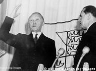 Dengan 1 suara lebih, parlemen Jerman mengukuhkan Konrad Adenauer sebagai kanselir pertama. Mantan walikota Köln yang pernah disekap Nazi di penjara ini merupakan  anggota Partai Uni Demokrat Kristen (CDU). Sukses terbesarnya adalah keputusannya memasukkan Jerman ke aliansi Barat, sosialisasi pasar, menolak paham komunisme dan keputusan tentang ibukota negara Bonn. Adenauer terpilih kembali sebagai kanselir sebanyak tiga kali (1953, 1957, 1961).