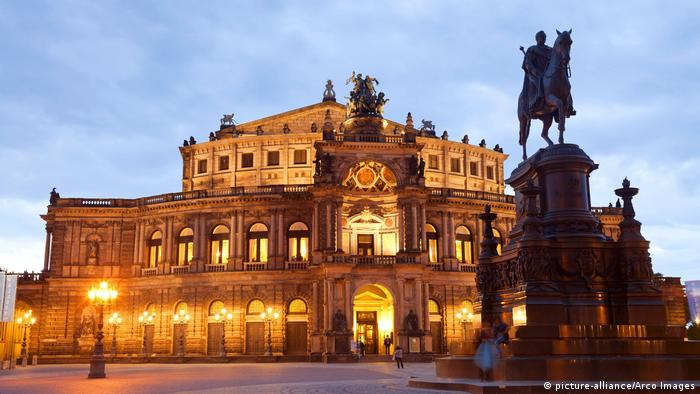 Semperoper Dresden, Germany | Dresden (picture-alliance/Arco Images)