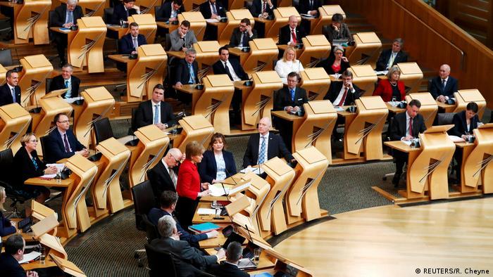 Escocia aprueba ley del