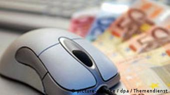 Geldscheine unter Computermaus (Foto: dpa)