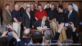 USA | Donald Trump unterzeichnet Dekret mit dem Kernstücke der Umweltpolitik aufgehoben werden sollen