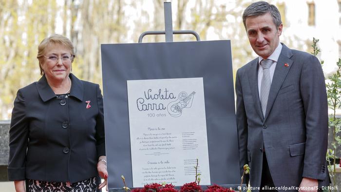 Schweiz Enthüllung eine Gedenkplakette zum 100. Jahrestag von Violeta Parra