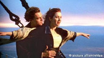 Leonardo DiCaprio und Kate Winslet in einer Filmszene von Titanic