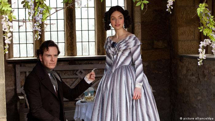 Filmstill Jane Eyre mit Imogen Poots Michael Fassbender (picture alliance/dpa)