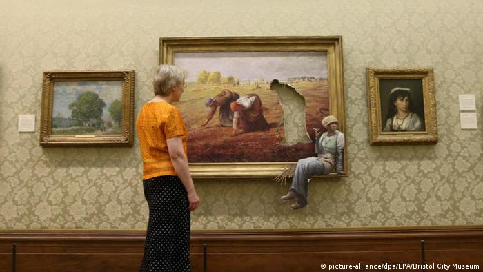 Banksy painting in Bristol City Museum (picture-alliance/dpa/EPA/Bristol City Museum)