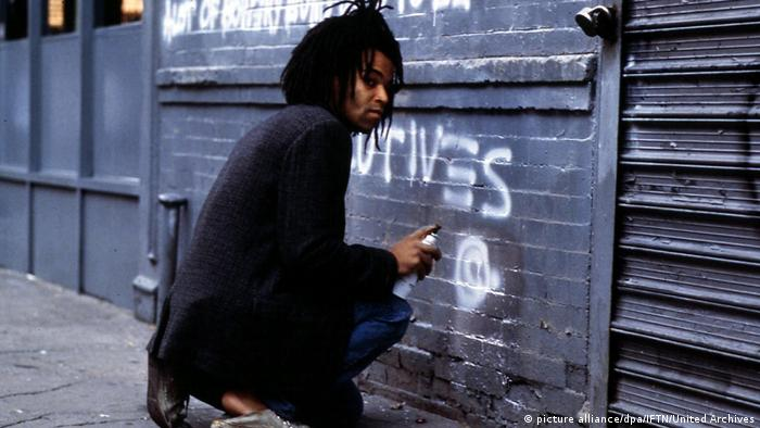 Jeffrey Wright als Jean-Michel Basquiat in New York (picture alliance/dpa/IFTN/United Archives)