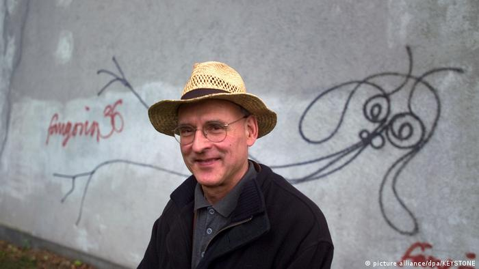 artist Harald Naegeli in front of a mural (picture alliance/dpa/KEYSTONE)