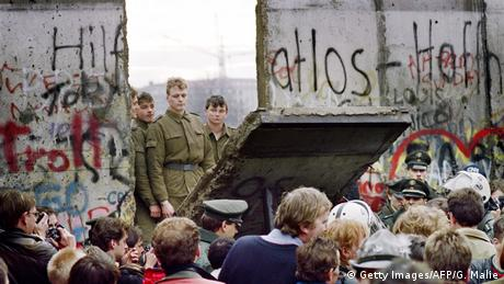 Deutschland Berliner Mauer (Getty Images/AFP/G. Malie)