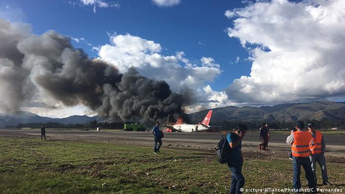 Un avión con 141 pasajeros se salió de la pista y se incendió cuando aterrizaba en el aeropuerto de Jauja, sin que se produjeran muertos ni heridos graves. El piloto habría perdido el control durante el aterrizaje. 29.03.2017