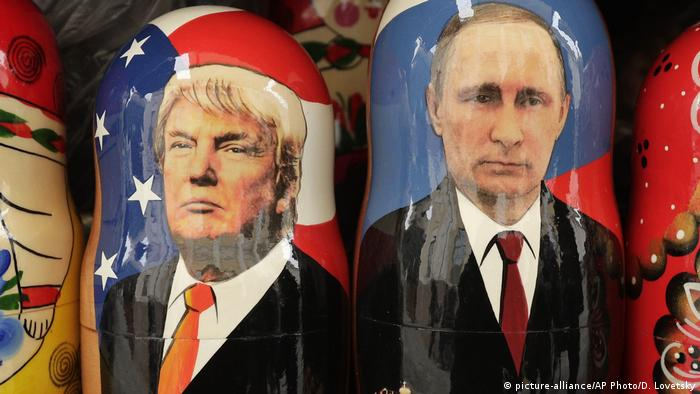Symbolbild Russland-USA - Matruschkas von Trump und Putin (picture-alliance/AP Photo/D. Lovetsky)