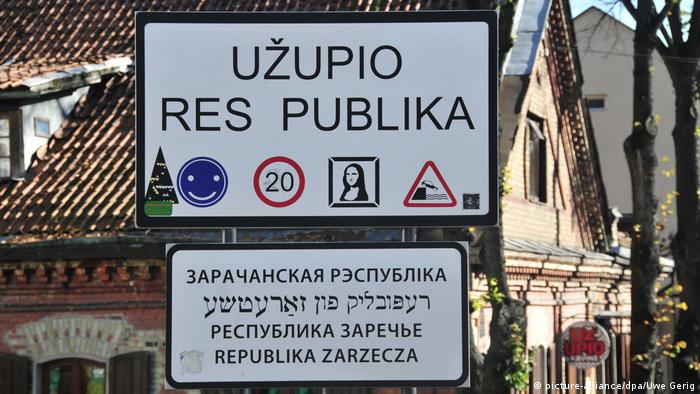 sign in Vilnius that reads Uzupis republic (picture-alliance/dpa/Uwe Gerig)