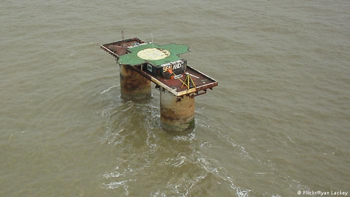 Sealand platform in ocean (Flickr/Ryan Lackey)